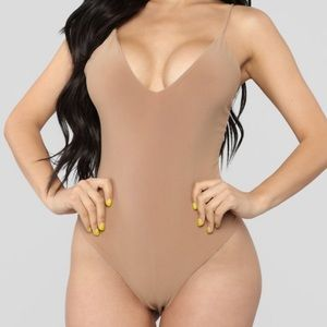 FashionNova V Neck bodysuit - beige / cream
